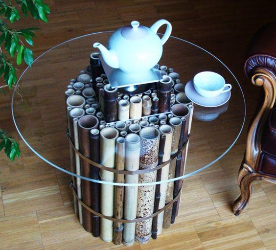 Оригинальный столик из стекла и бамбука