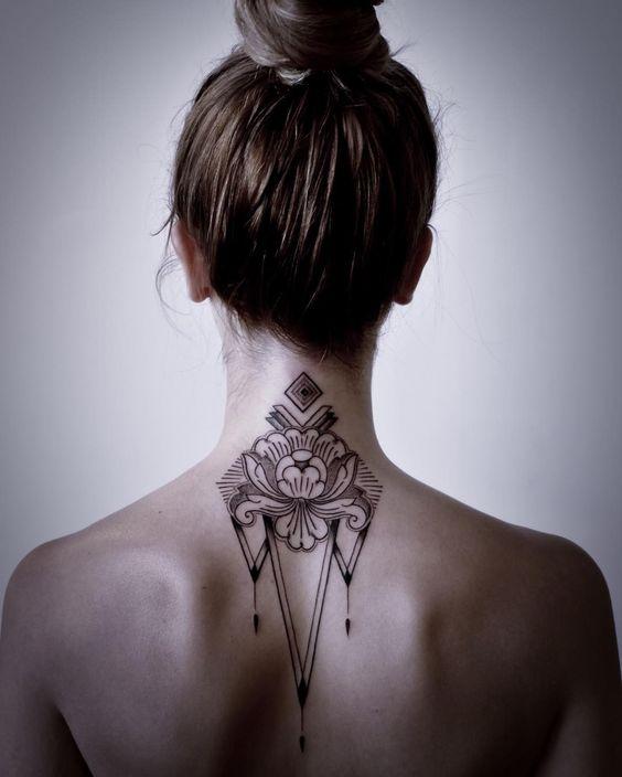 татуировки на шее фото