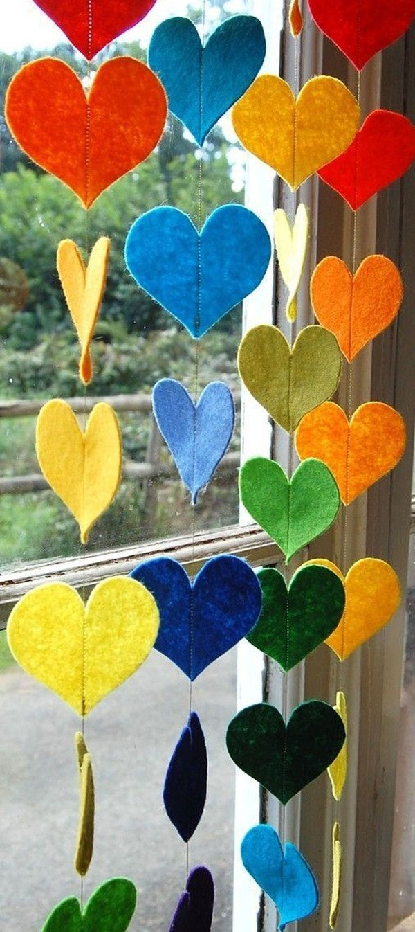 hanging-rainbow-hearts-a-colorful-felt-decorative-garland