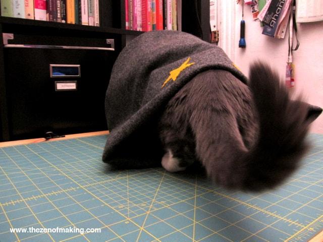 CatBedTutorialStep12A1TZoM-min Как сделать домик для кота своими руками: 13 идей и мастер классов