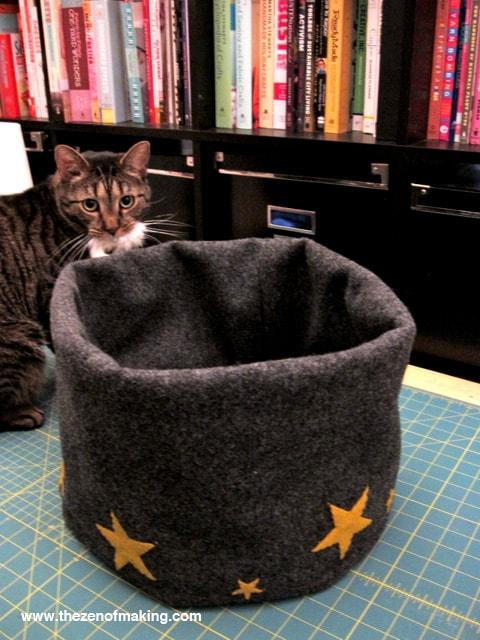 CatBedTutorialStep12BTZoM-min Как сделать домик для кота своими руками: 13 идей и мастер классов