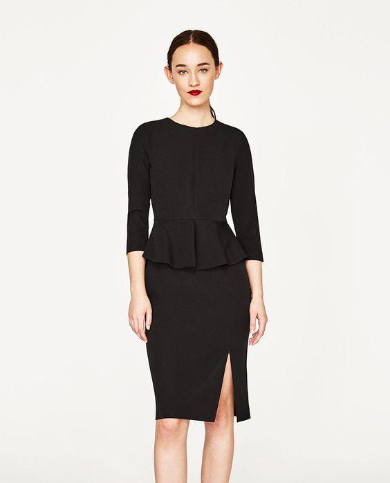 6497ff83510 Платье с глубоким вырезом редко допускается при работе в офисе. Но если  правила не слишком строгие