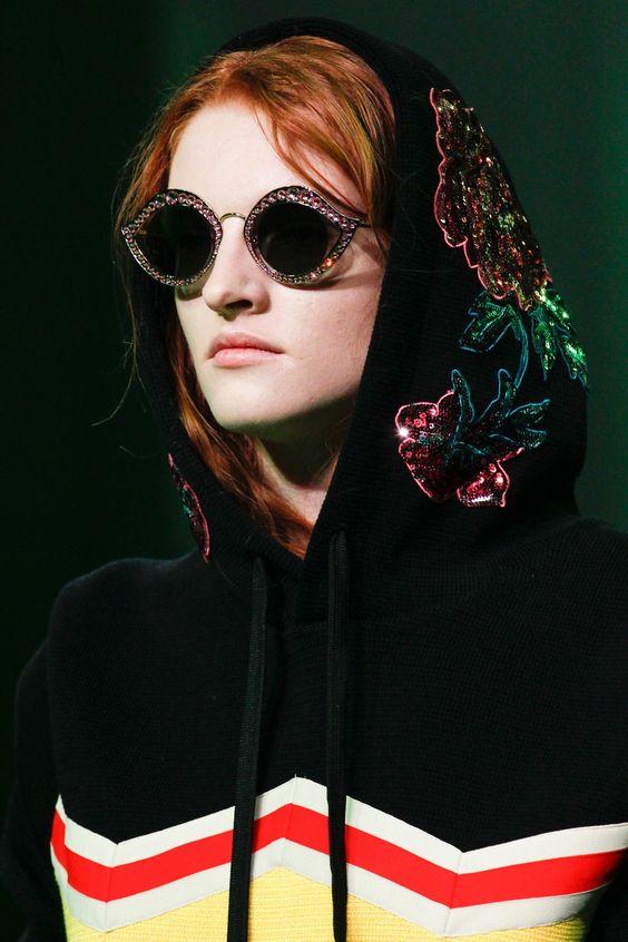 Модные очки со стразами
