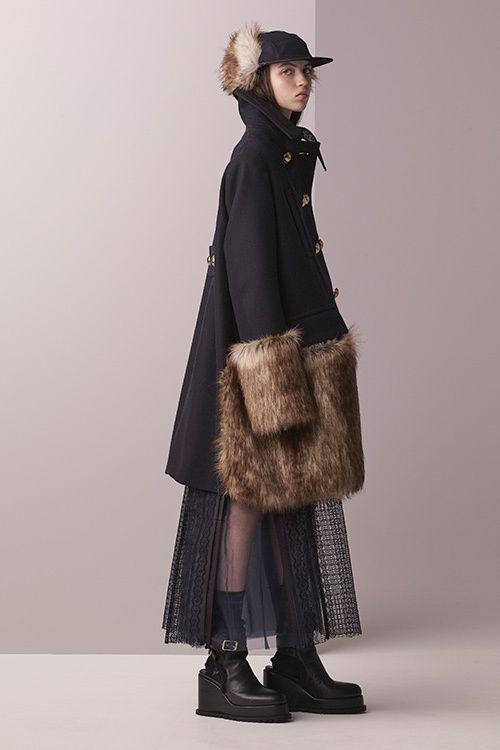 Интересное пальто с меховой отделкой