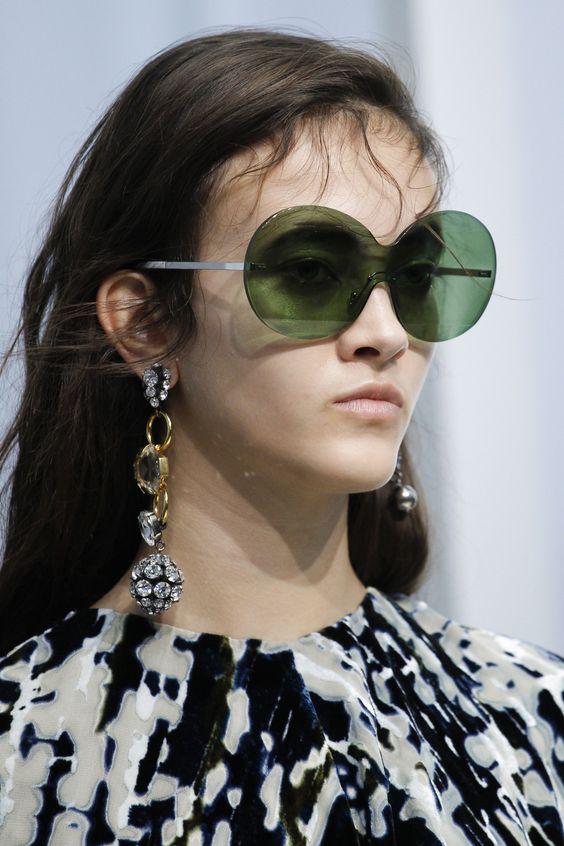 Модные зеленые линзы
