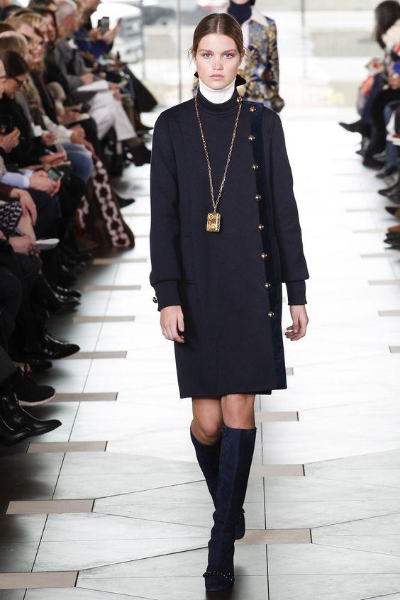 Черное пальто средней длины