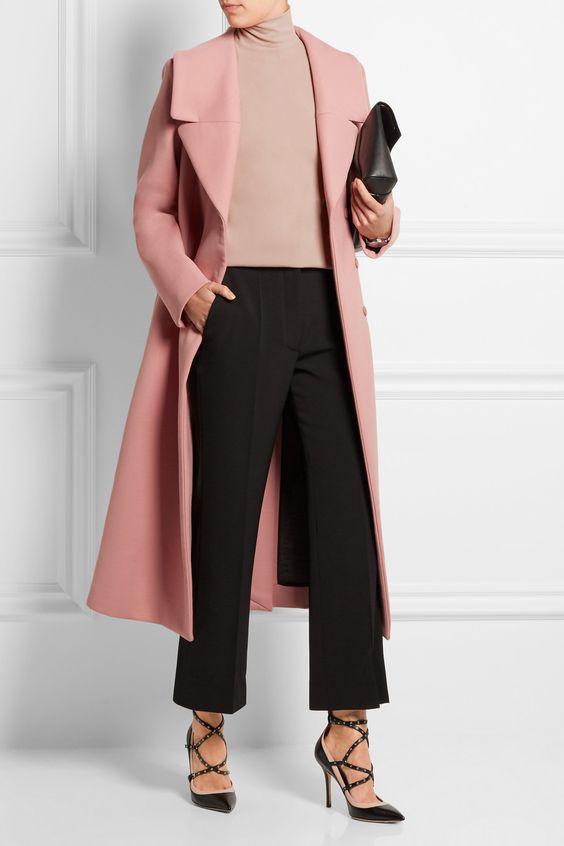 Пальто в пастельно-розовом цвете