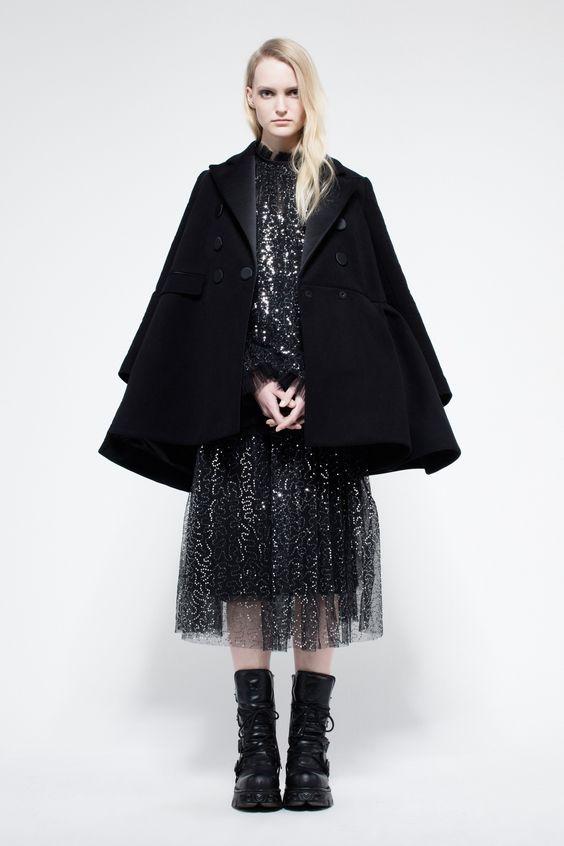 Укороченное черное пальто
