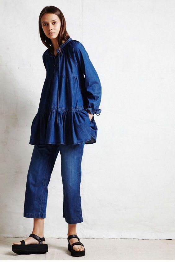 131d109bd54 Τις περισσότερες φορές, αυτό το υλικό χρησιμοποιείται για τη δημιουργία  τζιν, διαφορετικά κομμένα φορέματα, καθώς και φόρμες και σορτς.