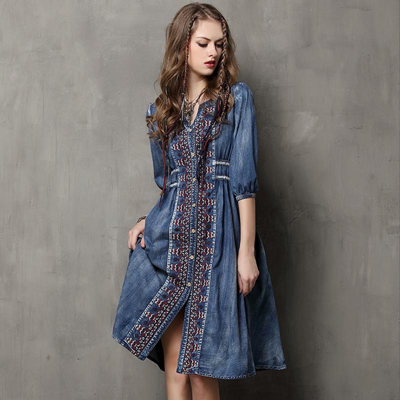 2cf4e76c2a2 Не менее популярны джинсовые платья и сарафаны с вышивками и необычным  принтом. Юбки. В новых подростковых коллекциях наблюдается тенденция ...