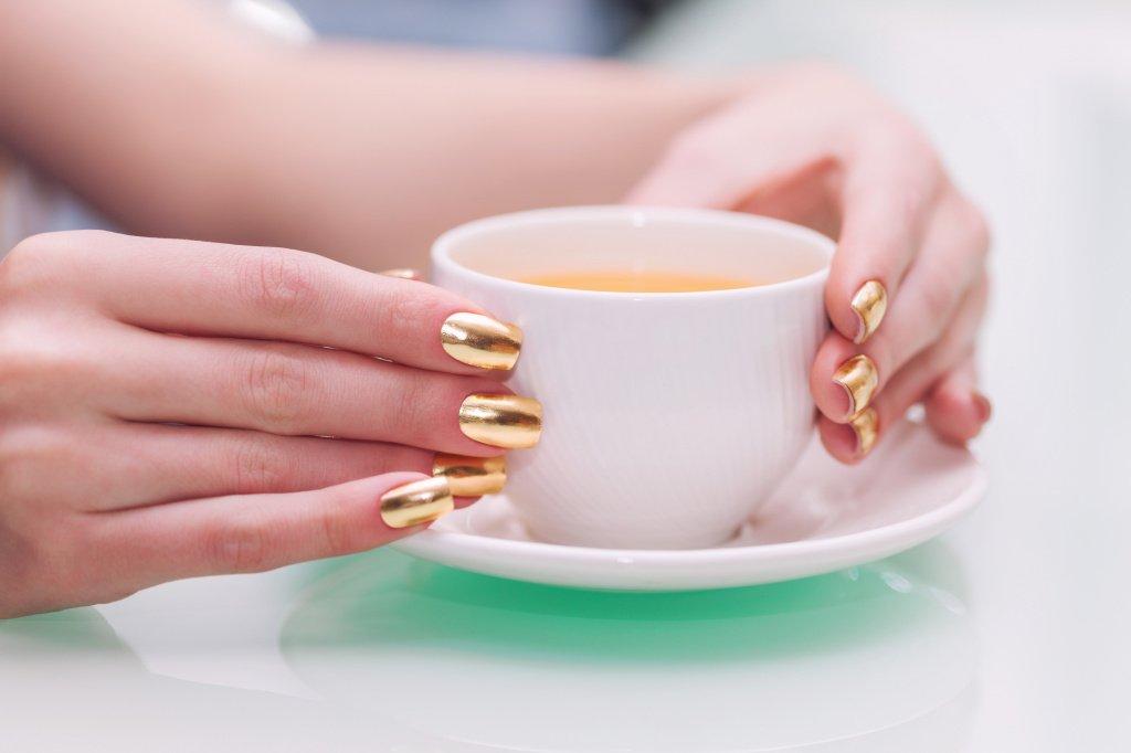 86-min-5 Модный зеркальный маникюр 2019-2020: фото, новинки, идеи маникюра со втиркой на ногтях