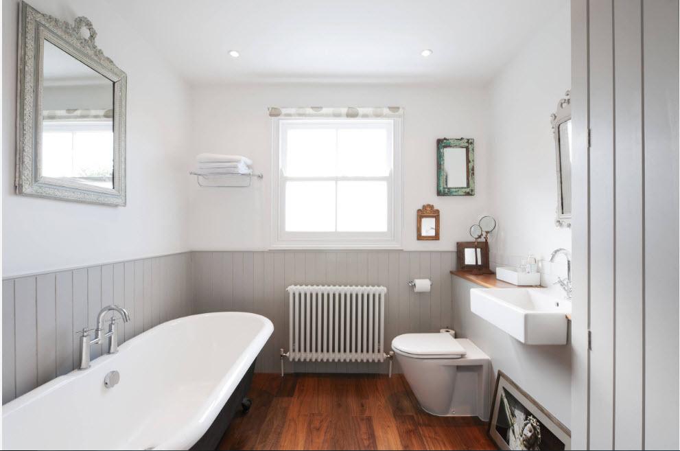 чрезмерно любите маленькие ванные комнаты обделанные белыми пластикавыми панелями этой птицей