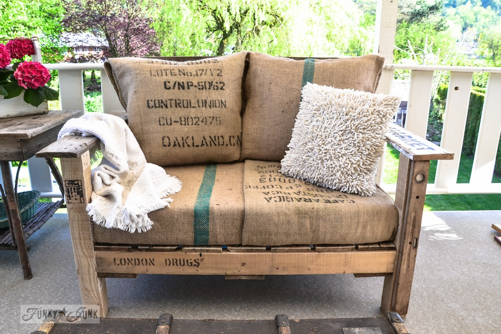 Скамейка с клумбой — 65 фото интересных вариантов для дачи