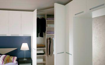 Деревянный белый шкаф