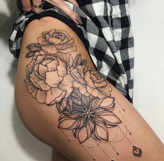 Женские тату на бедрах - фото и эскизы. Татуировки на бедре для девушек 523