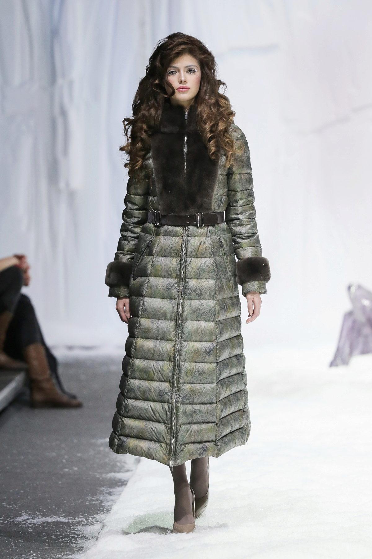 ... διάσημων σπιτιών μόδας προσφέρουν εξαιρετικά μοντέλα και κομψό  σχεδιασμό. Ας εξοικειωθούμε με τις τάσεις της μόδας των κάτω μπουφάν για  τις γυναίκες. fcc6a420ee8