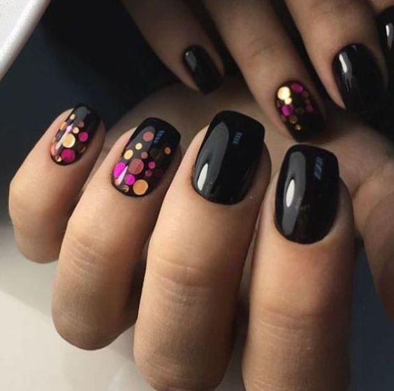 Цветные точки на черном