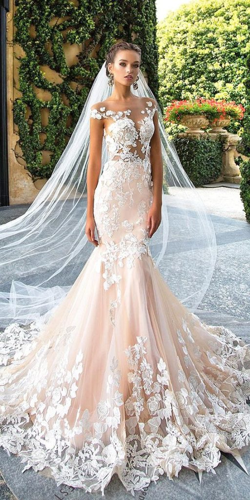 f8d6b950289 Kromě bílé a modré designérů nabízejí svým klientům i další barvy svatebních  šatů. Stejně jako v minulé sezóně bude důležitý odstín mincovny