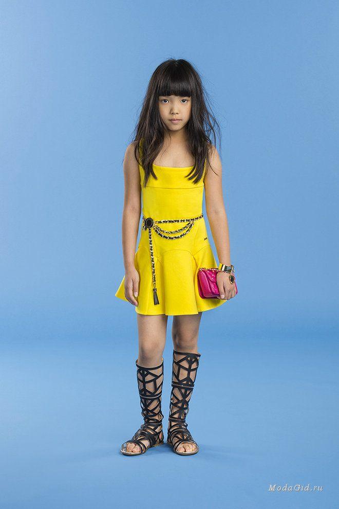 b1e38d74571d085 Дизайнеры давно отделили детскую моду в отдельный сегмент индустрии. В  наступающем сезоне одежда в стиле кэжуал и гранж будет выбираться для детей  обоих ...