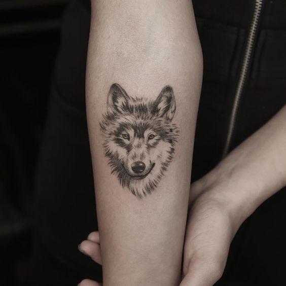 Тату волчица у девушки 8