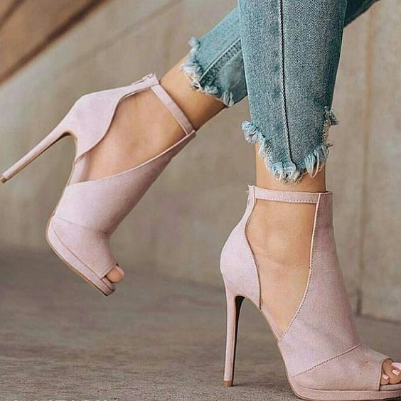 Модне жіноче взуття весни-літа 2018  7 трендів сезону - Жіночий журнал  TerraWoman.UA 58d1c9293df2e
