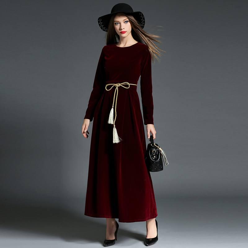 5450090bdd1 На модных показах можно было лицезреть длинные платья с юбкам-баллонами