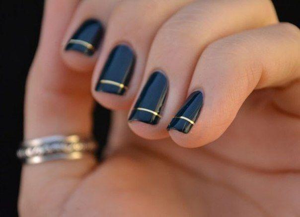 Тонкие серебряные линии на ногтях