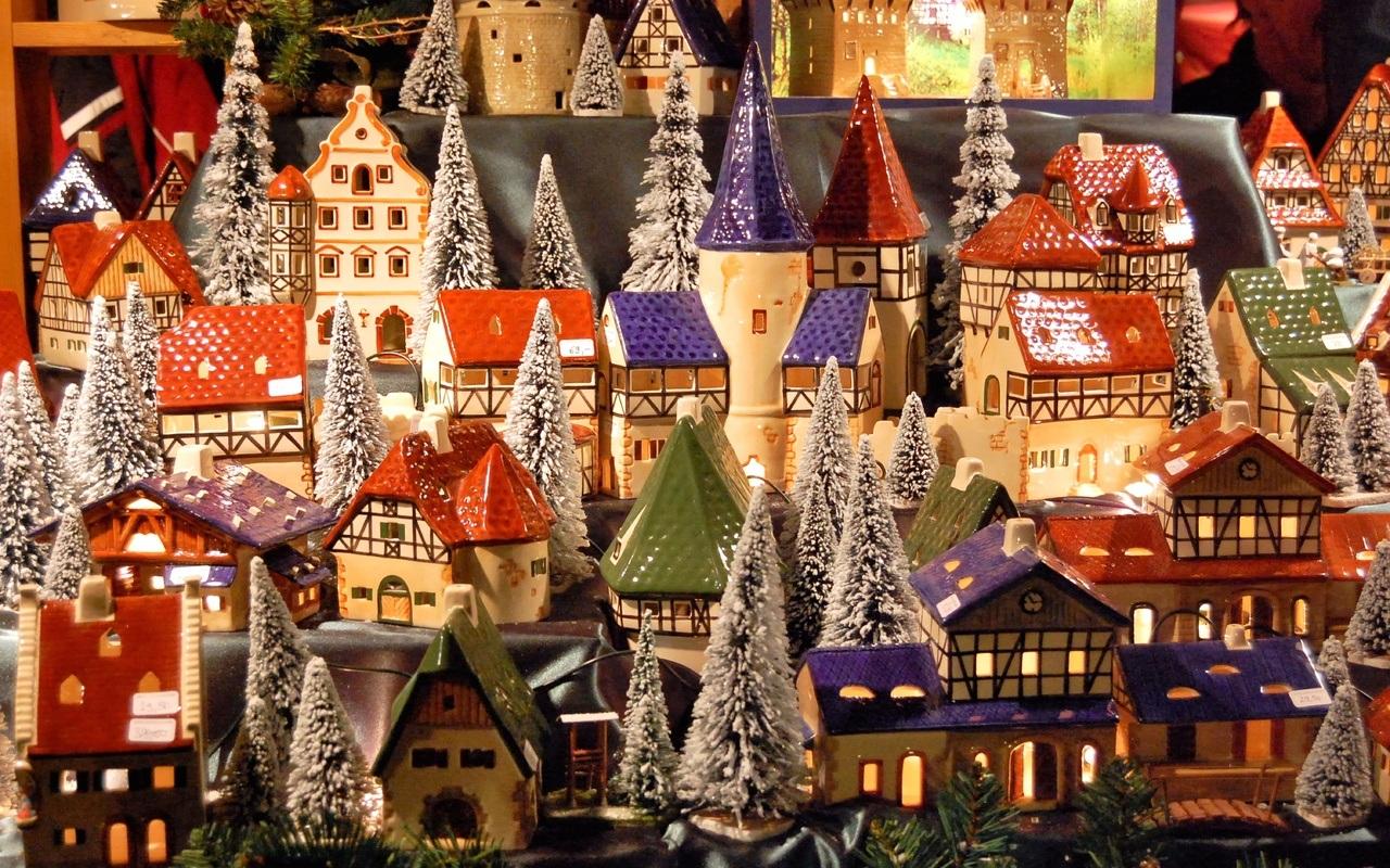 Новогодняя игрушечная деревня