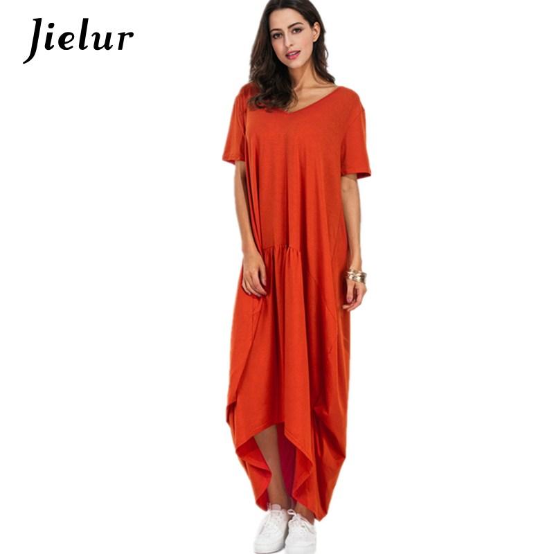 6cc720e9874d7b9 На модных показах можно было лицезреть длинные платья с юбкам-баллонами,  длинными разрезами и асимметричными запахами.