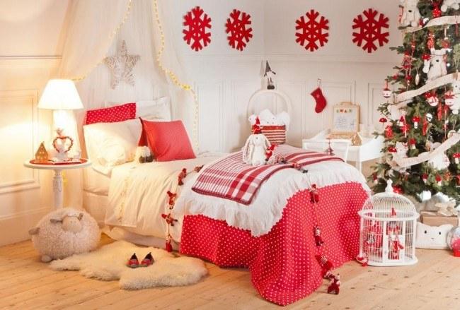 Новогодний декор в красно-белом варианте