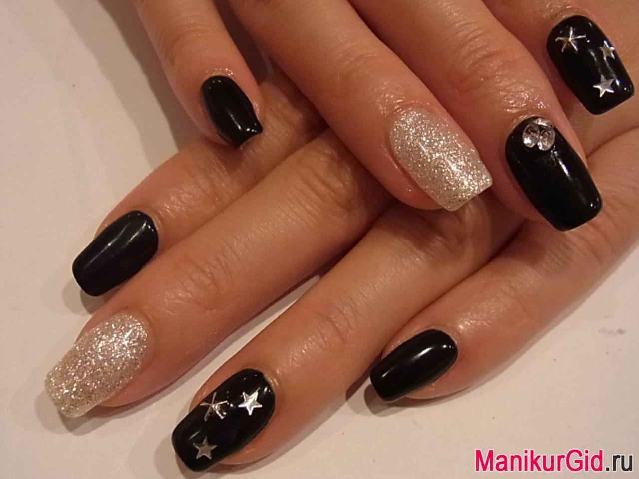 красивый дизайн ногтей в черном цвете 24