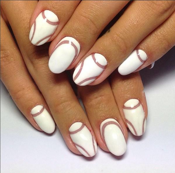 Узоры из линий на ногтях