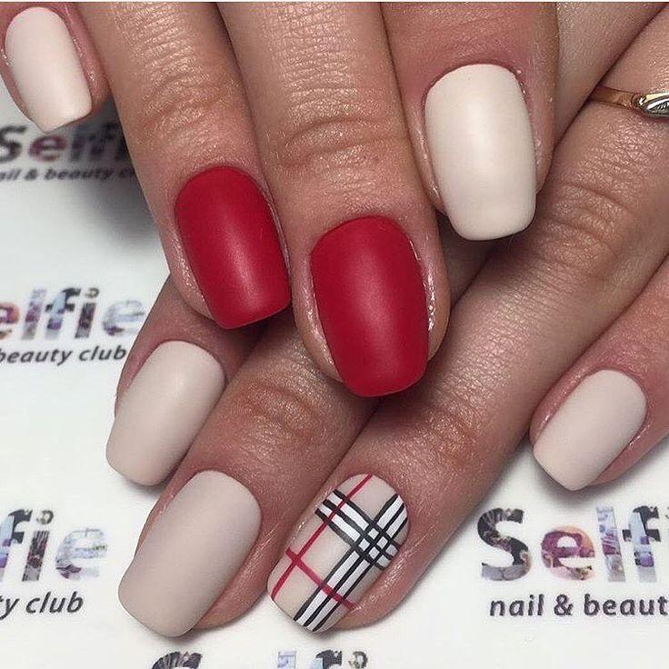 Красивая клетка на ногтях