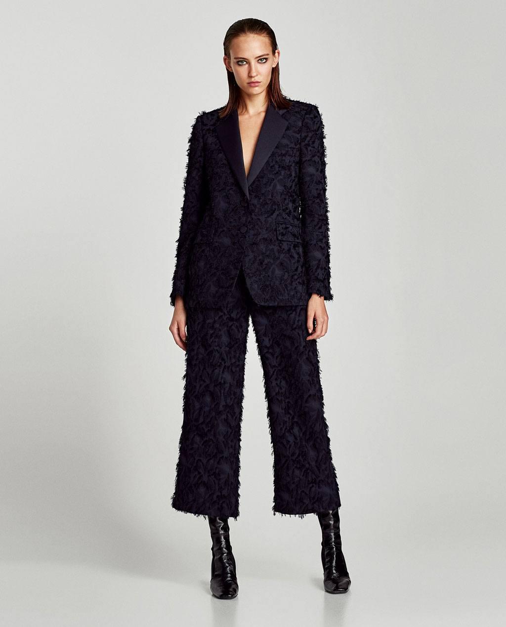 262753aa7a A pizsama nadrágok nem különböznek a korábbi verziótól. Ezekhez a  nadrágokhoz használjon puha anyagot, és ne csináljon nyilakat rájuk.