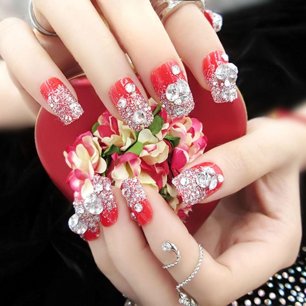 Яркий декор ногтей