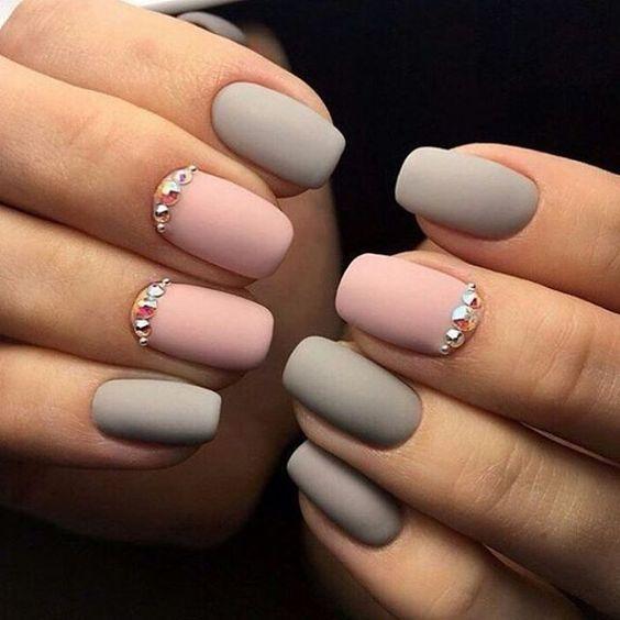 Матовый ногти постельных тонов