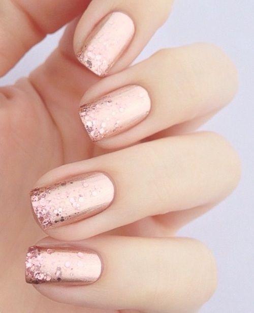 Короткие блестящие ногти