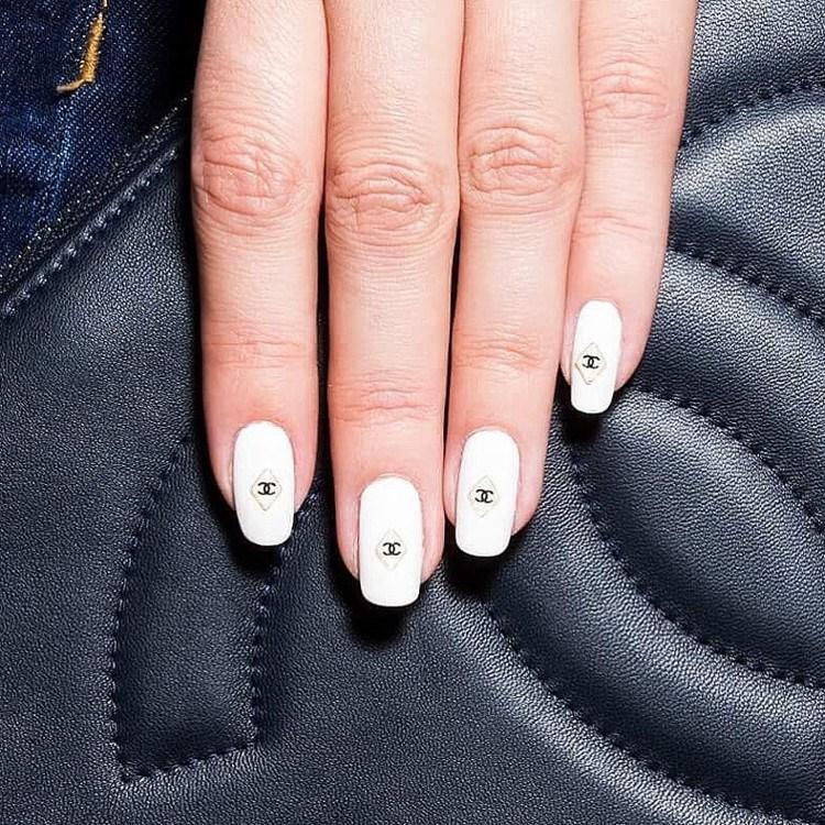 Шанель на ногтях
