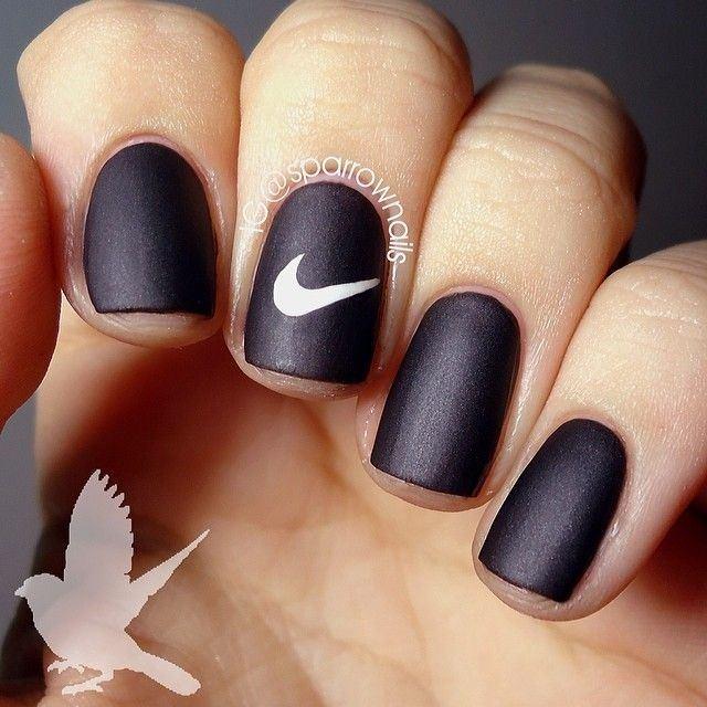 Эмблема Найк на ногтях