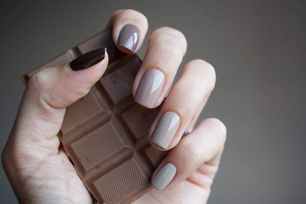 Оттенки коричневого в маникюре