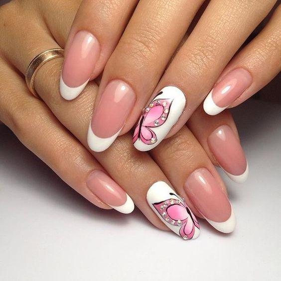 Розовые нежные бабочки на ногтях