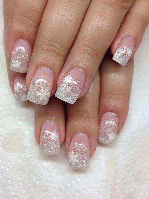 Нежные снежинки на ногтях