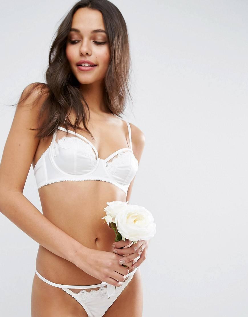 Сексуальное белое бельё на девочках
