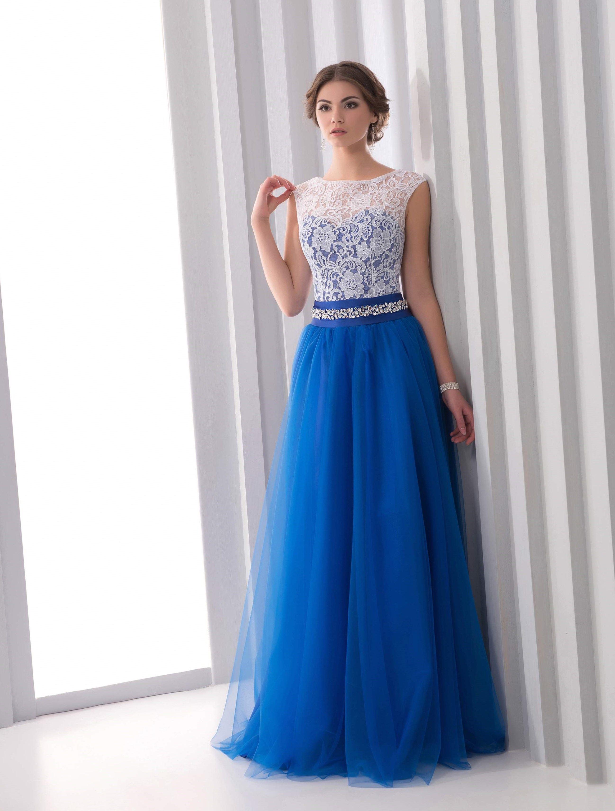 cadf2826df6 Выпускные платья с длинными рукавами и приталенным силуэтов выглядят очень  женственно и эффектно.