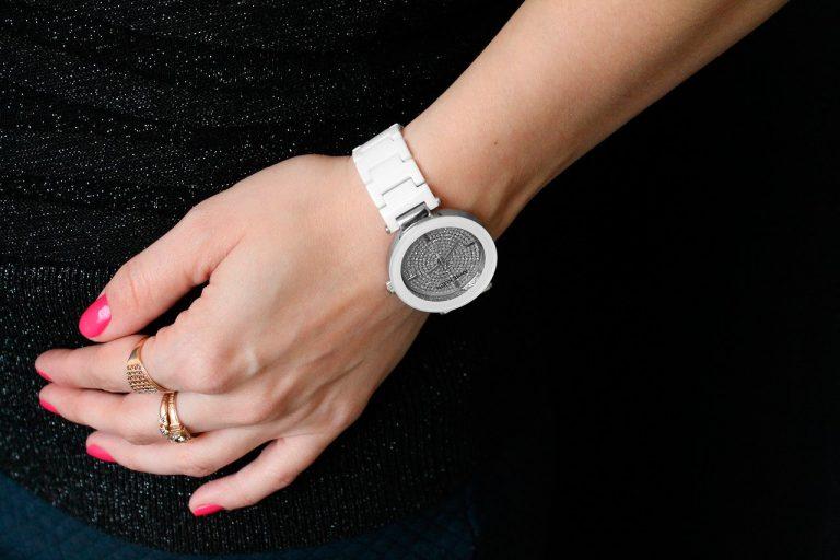 Для того, чтобы выбрать подходящие часы для себя необходимо учитывать модные тенденции, а также ориентироваться на собственные предпочтения и особенности.
