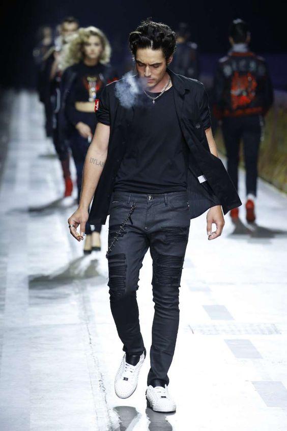 10bc9d4caad6 Не менее популярными будут однотонные мужские костюмы. Наравне с  классическими моделями пиджаков, дизайнеры предлагают мужчинам модели ...
