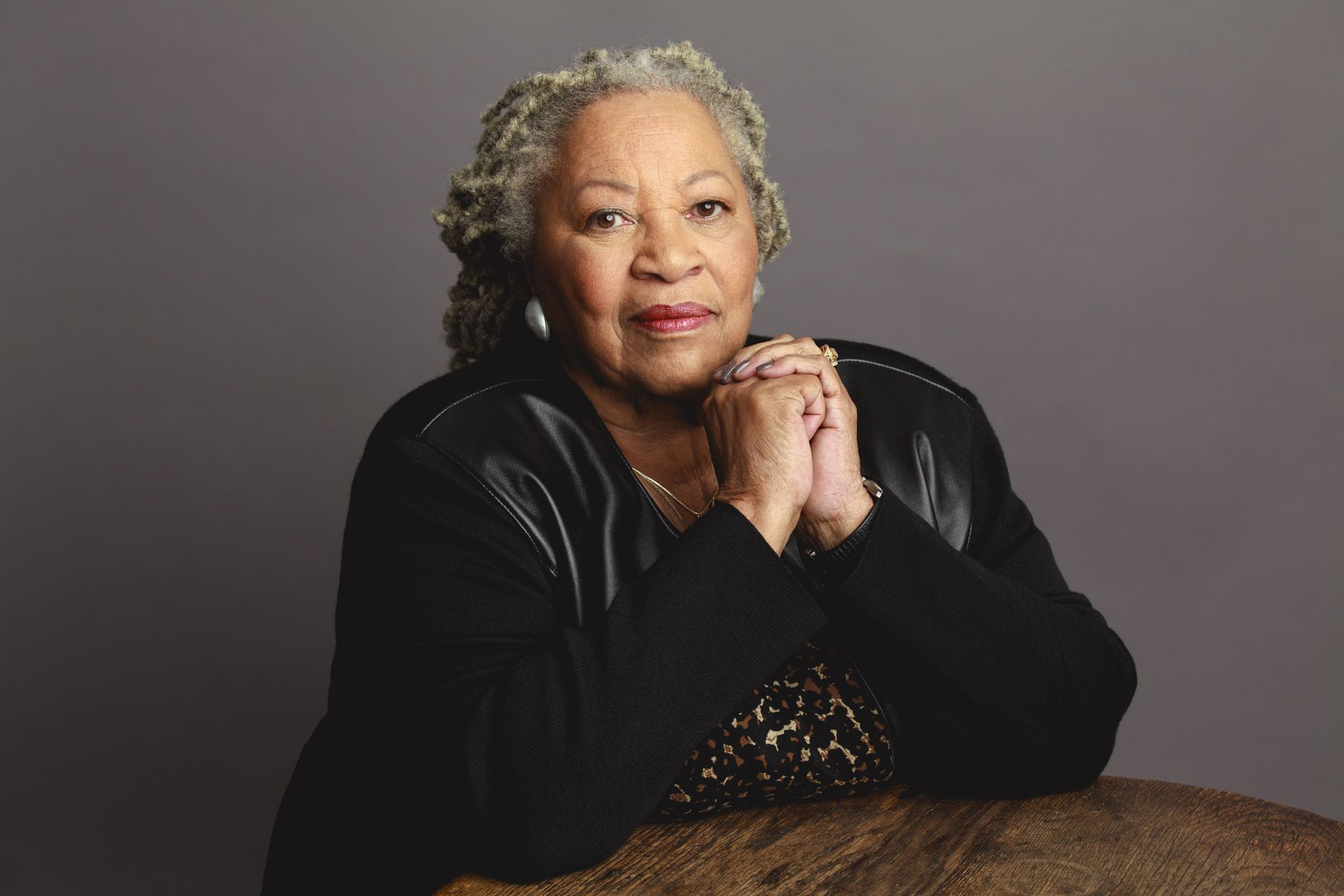 "toni morrison recitatif thesis In ""recitatif"" there is a third character dwelling in fictional deferrals of morrison""s recitatif by toni morrison 2 work, gives distortion roberta""s and twyla""s memories: deaf maggie is tormented by the shelter""s older ""gar girls."