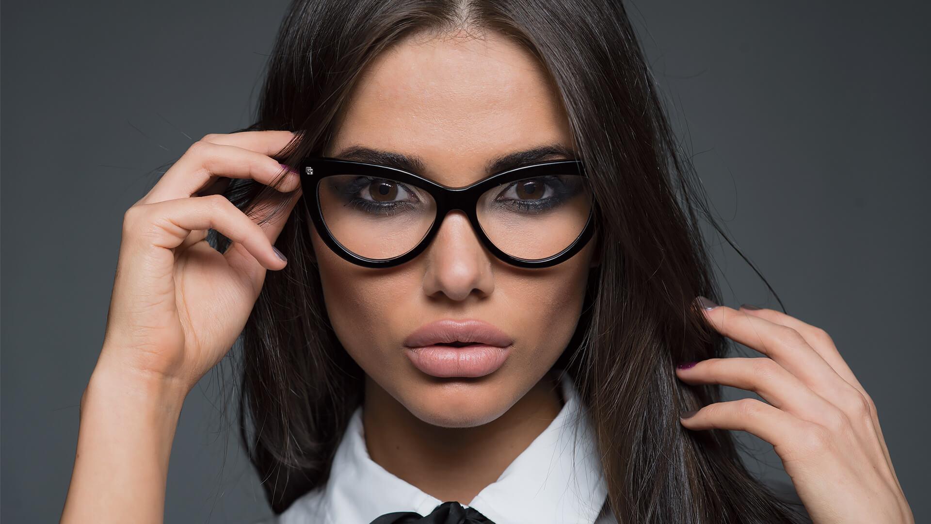 Фото строгие девушки в очках, его жена попросила ее трахнуть порно