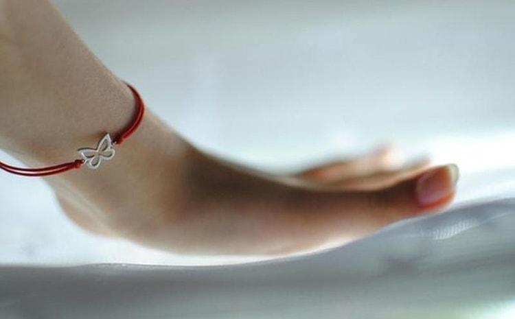 Что обозначает красная нить на запястье