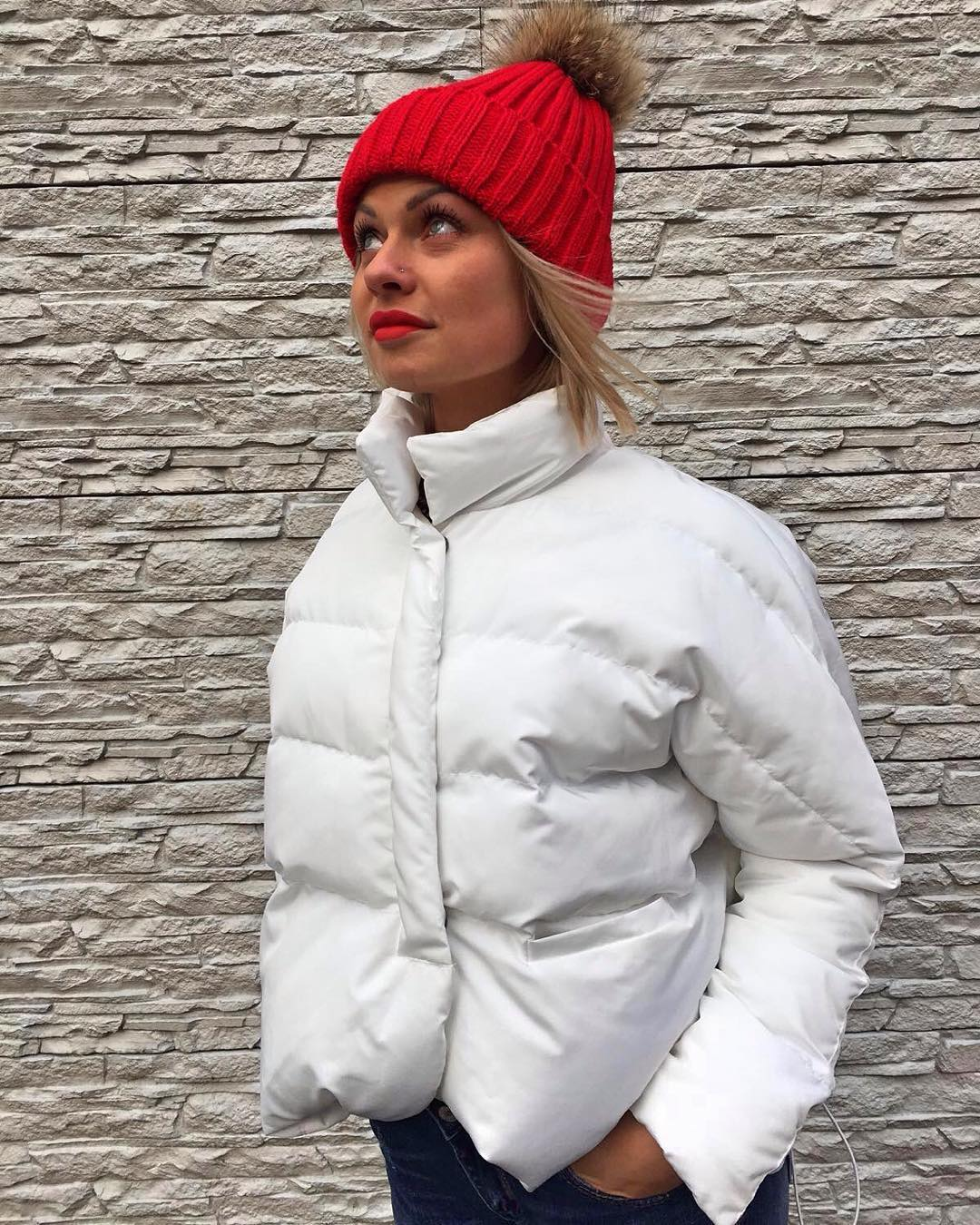 Оливковая куртка с какой шапкой носить